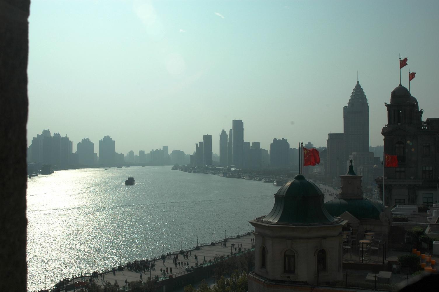 2012年10月21日:在上海和平饭店共进工作早餐。上海厅俯视外滩