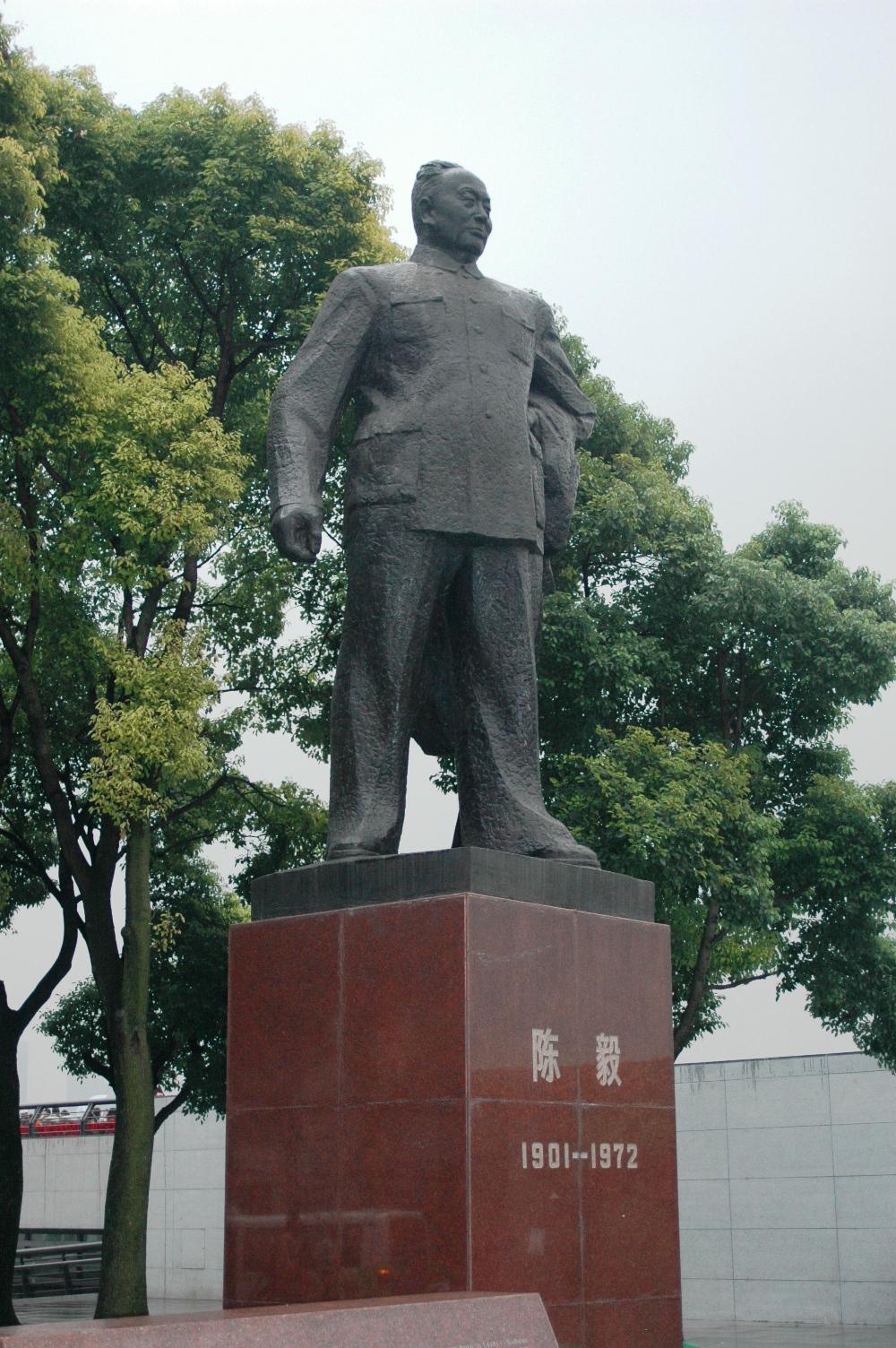 2012年10月22日: 上海外滩 陈毅雕像
