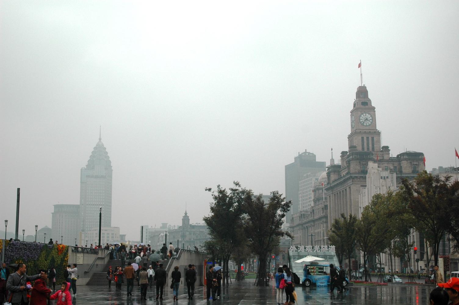 2012年10月22日: 上海外滩 黄梅雨中