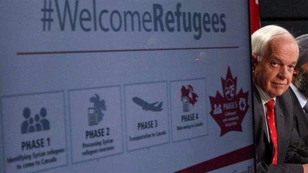 对于将每年接收移民和难民的人数大幅增加50%的建议,加拿大移民部长麦家廉称﹐每年接收45万移民和难民会让联邦政府面对难以承受的财政负担,而且目前加拿大主流社会似乎也没有胃口接收这么多移民和难民。