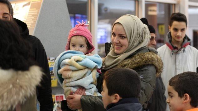 一家7个 移民部被难民家的孩子们惊呆了
