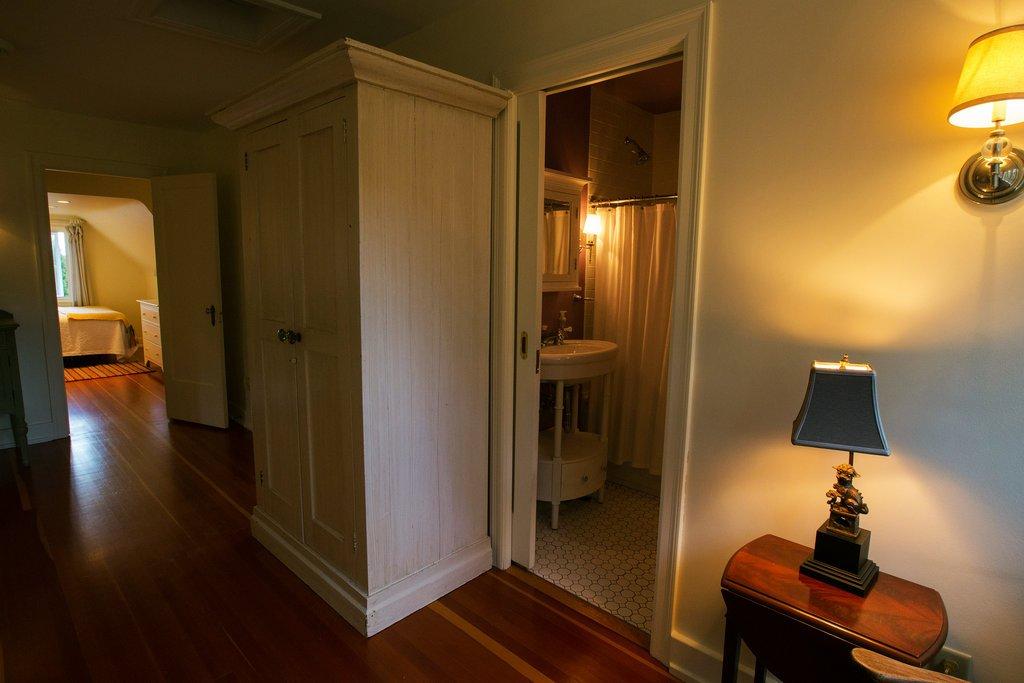 一套科茨沃尔德木屋式五卧住宅