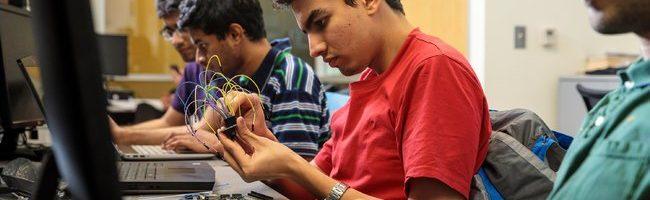 来自印度的工程学研究生在波特兰州立大学。 查看大图
