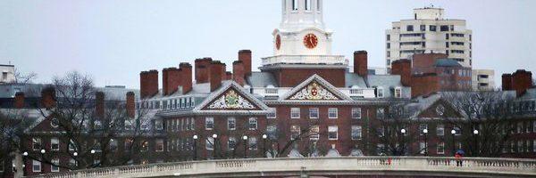 Charles Krupa/Associated Press 位于马萨诸塞州的哈佛大学校园。 一项诉讼指控哈佛在录取学生时歧视亚裔美国人。