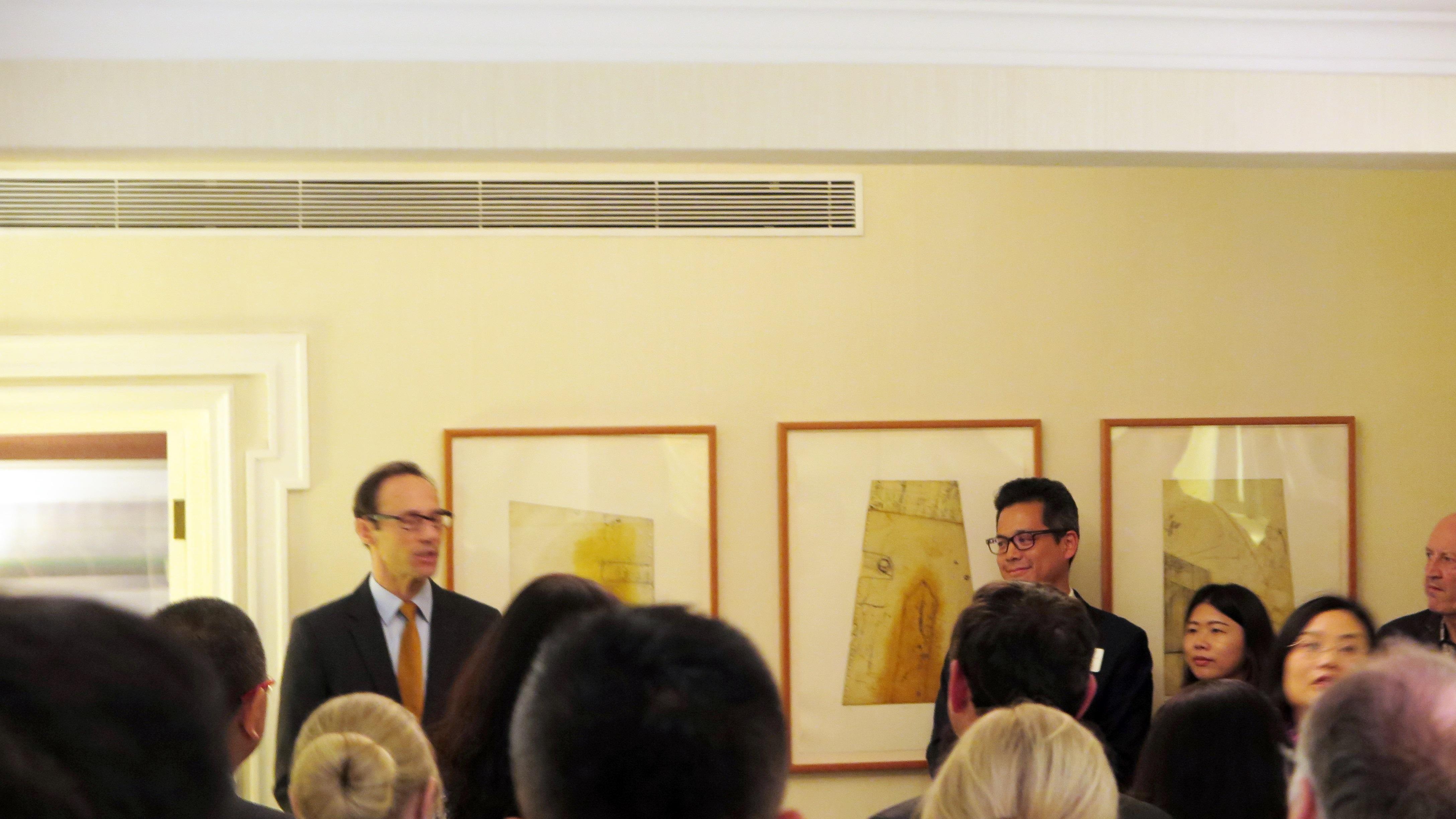 加拿大驻上海总领事 Mr. Epp先生 用中文发表讲话,