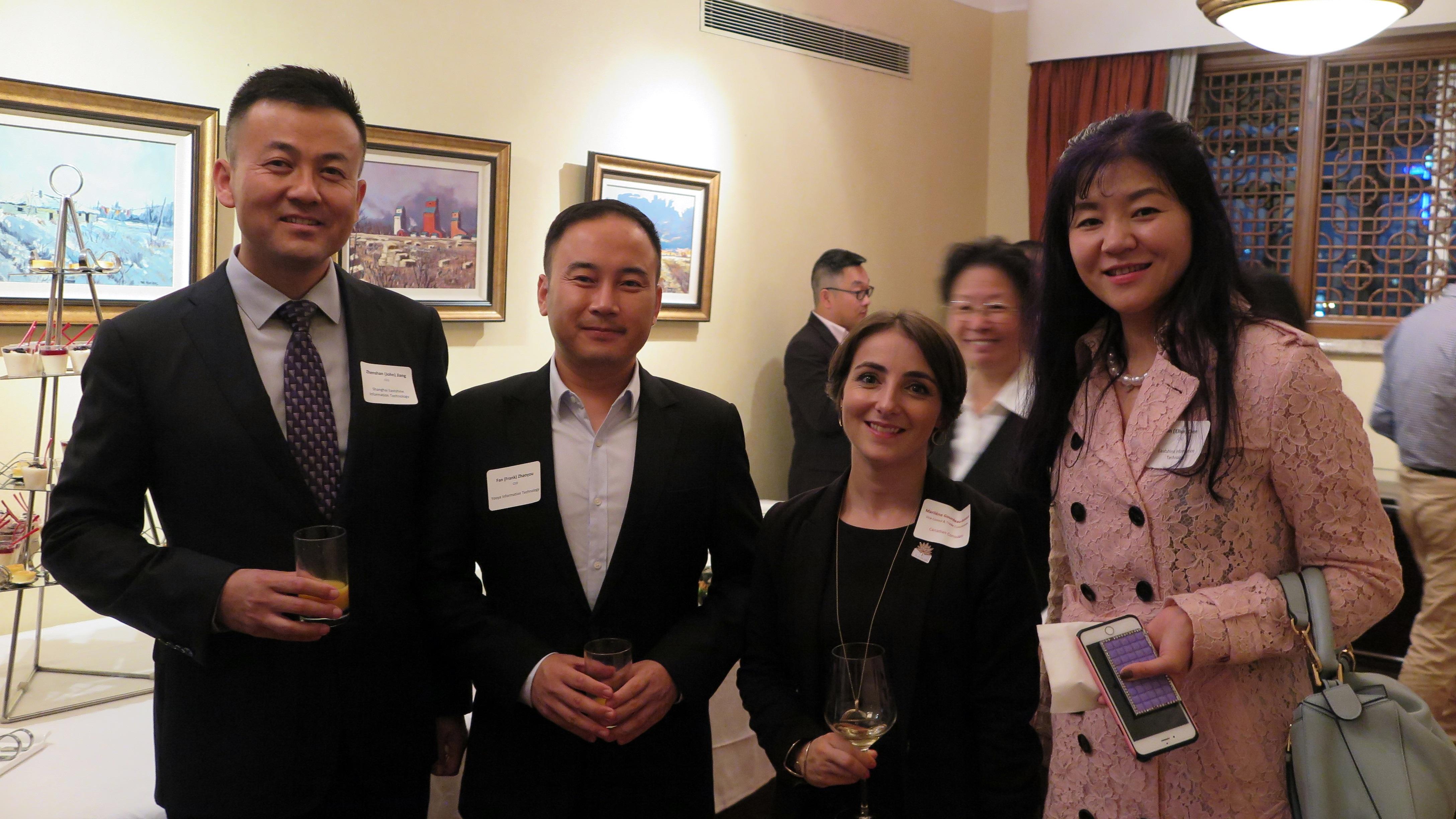 加拿大驻上海副领事 Ms. 和 东尚科技高管 Mr.Jiang/Ms. Sun, 友亚科技高管 Mr. Fan