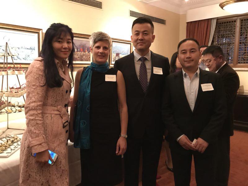维多利亚市长Mrs.Helps 和 东尚科技高管 Mr.Jiang/Ms. Sun , 友亚科技高管Mr. Fan