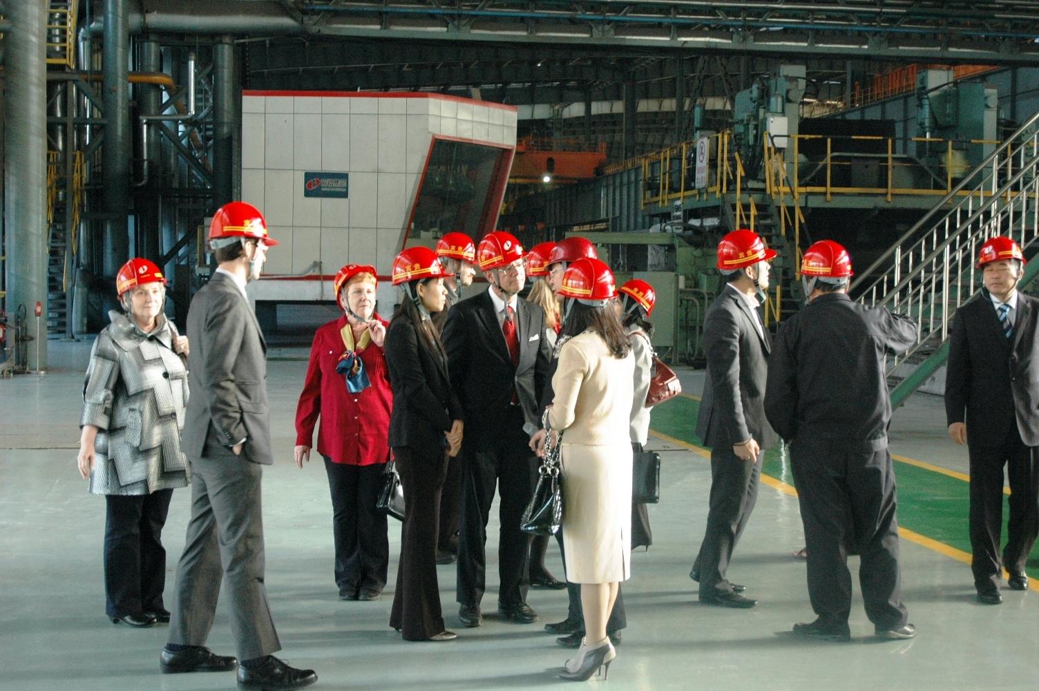 代表团参观包钢