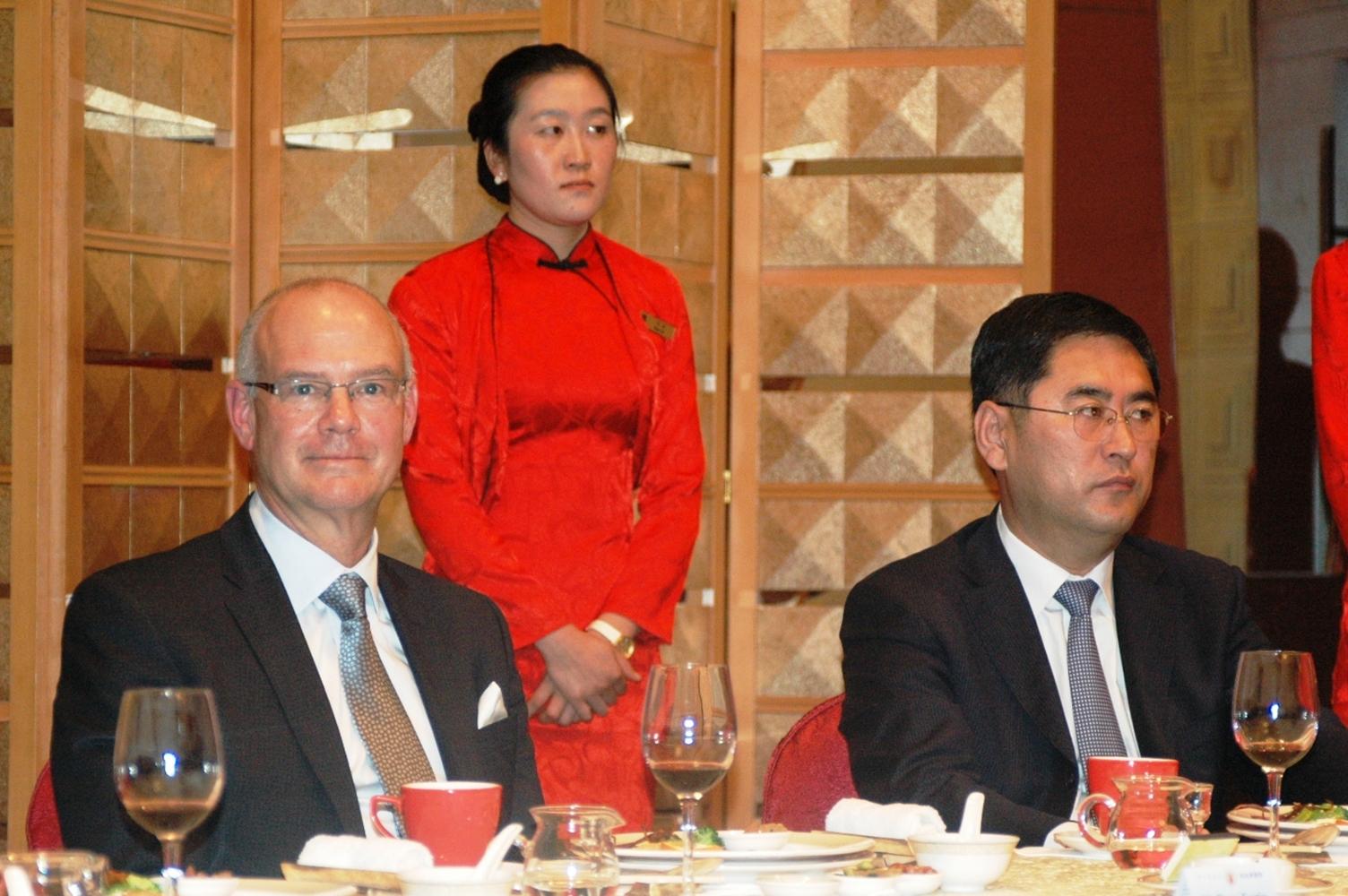 包头市政府 在香格里拉大饭店设宴款待 代表团